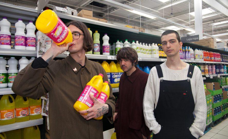 La rabia millennial de FAVX revienta oídos en Compostela