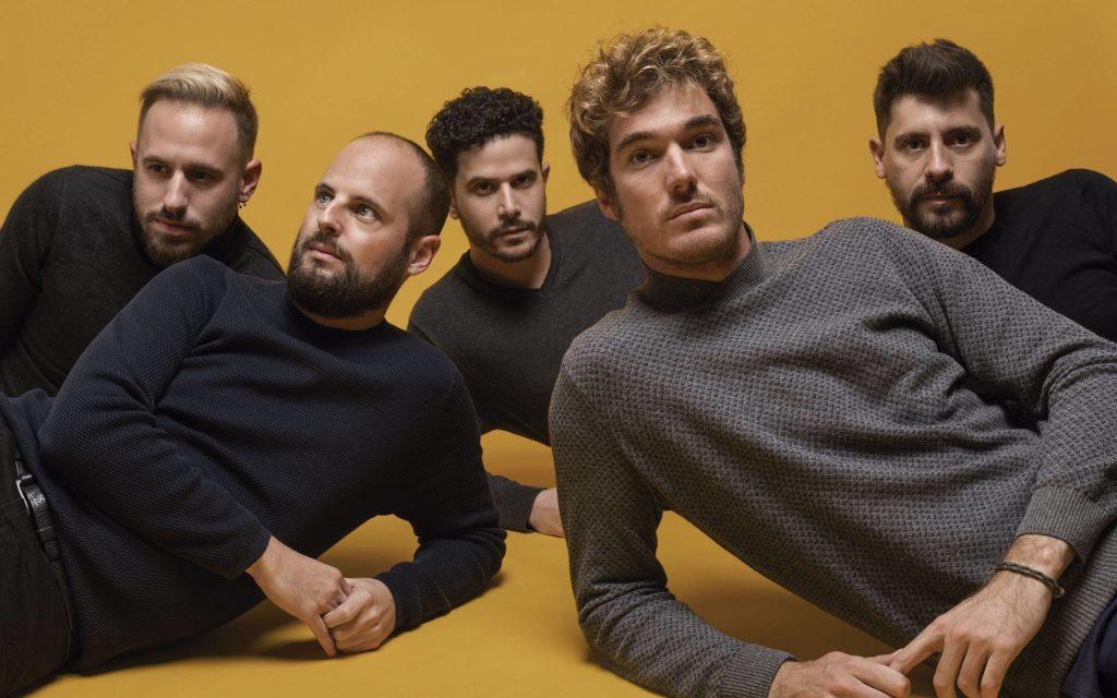 Entrevista a Koel: «Decidimos autoproducir Brújula para que nuestro disco nos representara»