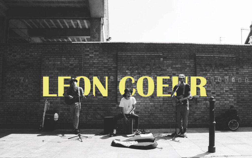 Leon Coeur recuperan la comedia